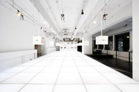 mobile-fashion-collaboration-with-au001